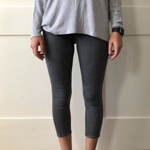 AMERICAN EAGLE GRAY CROPPED JEGGINGS
